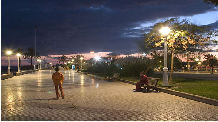 Boardwalk illuminated for a more sustainable feeling
