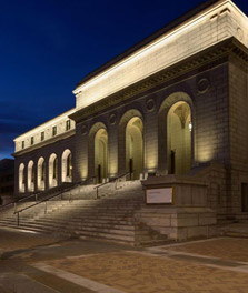 Municipal building illuminated by white architectural lighting systems