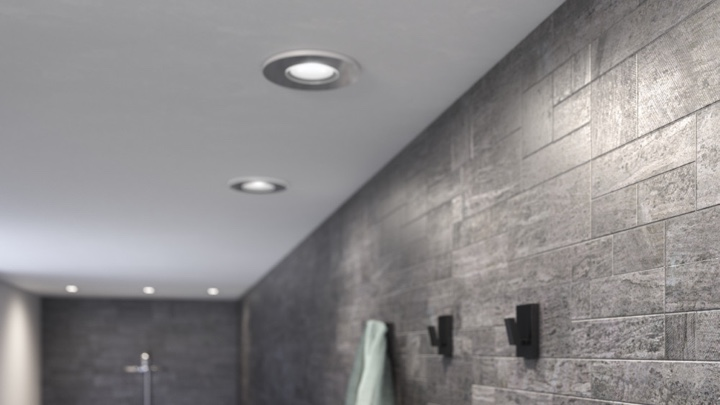 Ceiling spotlights in the bathroom